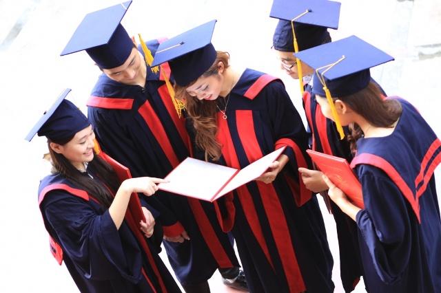 Kết quả hình ảnh cho cử nhân tốt nghiệp