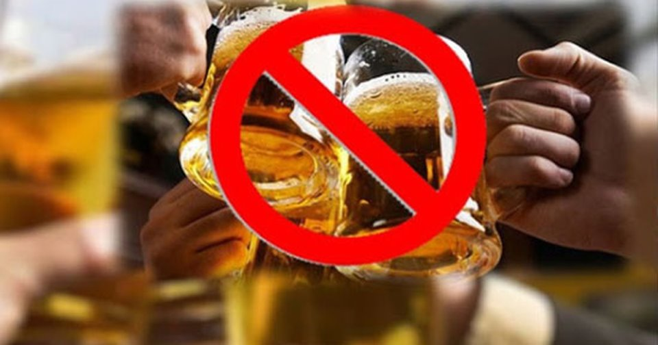 """Phạt tiền từ 500.000 đồng đến 1.000.000 đồng đối với hành vi """"Uống rượu, bia tại địa điểm không uống rượu, bia theo quy định của pháp luật""""."""